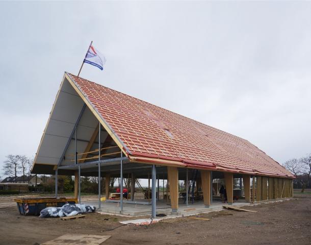 De dakplaten zijn gemonteerd