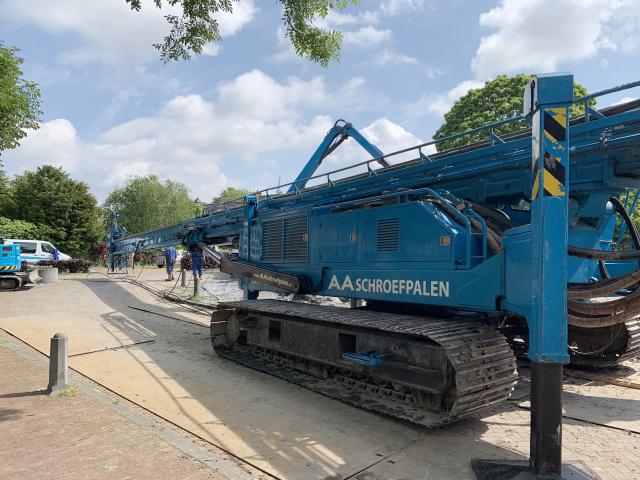 Boorpalen voor nieuwe woning in Heenvliet