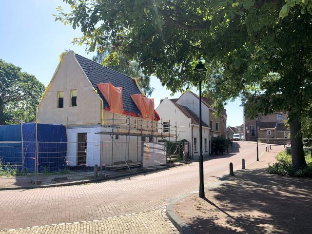 Bouwvoortgang bij stadswoning in Heenvliet